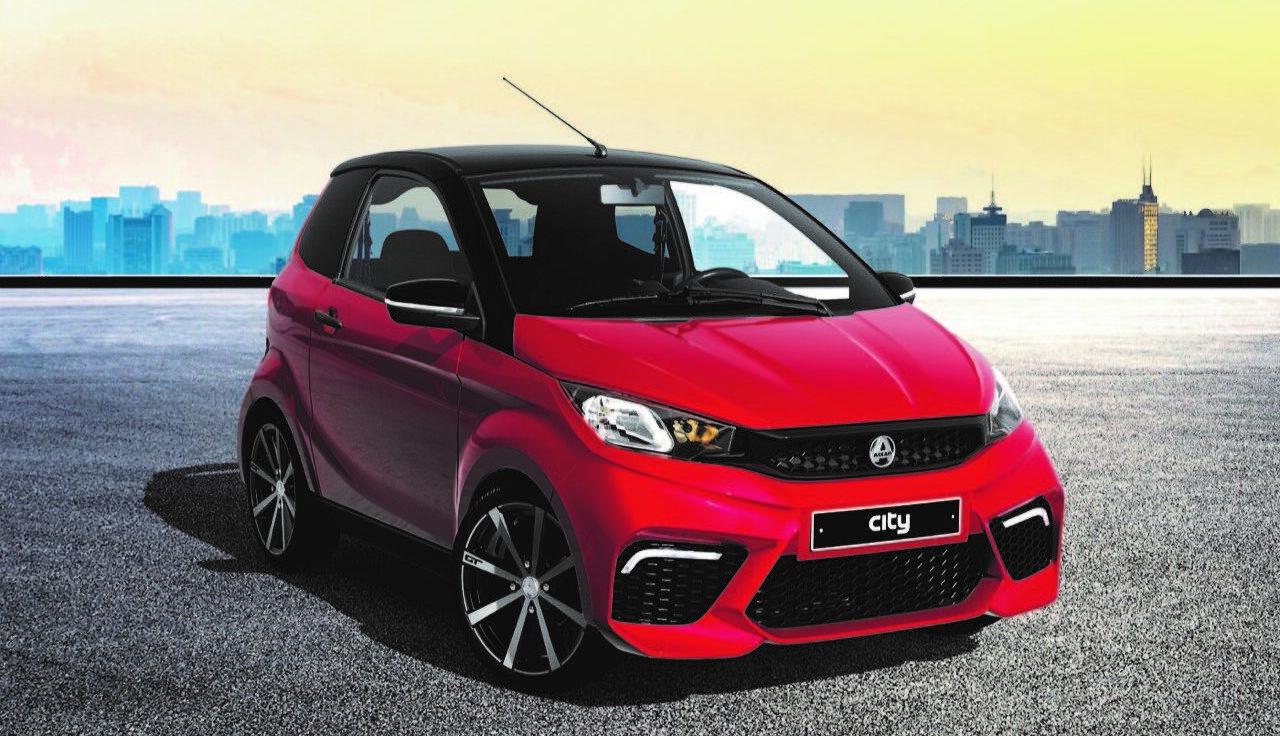 Lato-con-logo-Aixam-city-gto-minicar-guidabile-dai-14-anni-con-prestazioni-eccellenti-carbon-look-in-vendita-presso-Minicarmilano-a-monza-e-milano-1