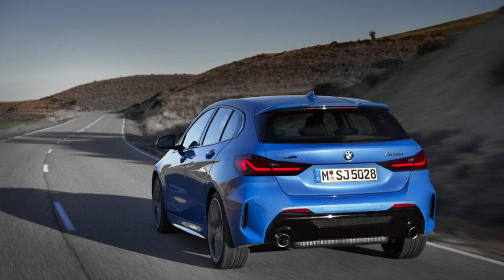 BMW-Serie-1-2020-F40-Official-BMW-M135i-xDrive-Misano-Blue-Metallic-3-1024×683